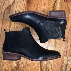 Gianni Bini Black Leather Booties